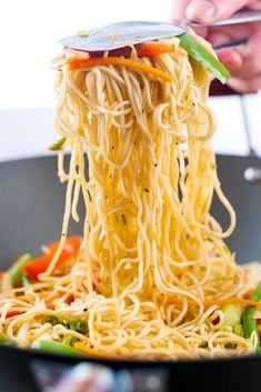 Frugal Meals, Quick Meals, Hakka Noodles Recipe, Chinese Noodle Dishes, Indian Food Recipes, Ethnic Recipes, Spicy Sauce, Love Eat, Asian
