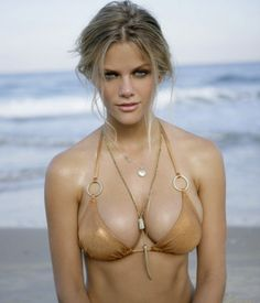 The 22 Hottest Photos of Brooklyn Decker - Airows