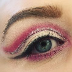 Pink and glitter crease 🎀 #makeupmekka #makeup #makeupaddict #mua #look #lotd #motd #eyeshadow #liner #blueeyes #pinkeyeshadow #cutcrease #beauty #blogger