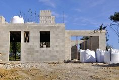 The Pros & Cons of Concrete Block House Construction Concrete Building Blocks, Masonry Blocks, Concrete Block Walls, Concrete Bricks, Concrete Houses, Concrete Projects, Building Materials, Cinder Block House, Concrete Sheds