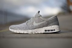 Whoever finds out where these can be bought will be rewarded with an appelsine chocolate. Nike Janoski Max grey