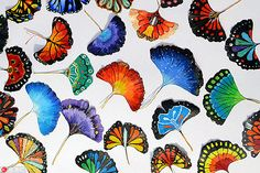 Wei Tianxin, a college student in East China's Shandong province, paints colorful butterflies on Ginkgo leaves. She paints on leaves . Painted Leaves, Painted Rocks, Dry Leaf Art, 30 Day Art Challenge, Animal Art Projects, Motif Vintage, Leaf Crafts, Nature Crafts, Diy Arts And Crafts
