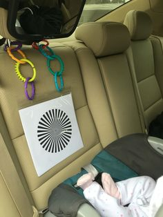 Newborn Car Ride Gear: mirror for baby to look at themselves (and for you! - Newborn Car Ride Gear: mirror for baby to look at themselves (and for you!), pla… Newborn Car Ride Gear: mirror for baby to look at themselves (and for you! Baby Sensory Play, Baby Play, Baby Toys, Baby Learning Activities, Infant Activities, Montessori Activities, Montessori Baby, Baby Flash Cards, Baby Lernen