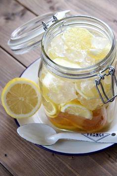こちらは氷砂糖と果実酒用のブランデーを使用したレモンシロップです。より本格的な味が楽しめますよ!