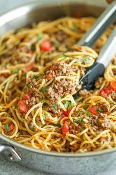 spaghetti recipes One Pot Taco Spaghetti - All your favorite flavors of tacos in spaghetti form - made in ONE PAN! So cheesy, comforting and stinking easy with no Taco Spaghetti, Spaghetti Recipes, Pasta Recipes, Dinner Recipes, Cooking Recipes, Healthy Recipes, Meal Recipes, Spaghetti Squash, Risotto