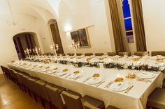 Fresh flowers runner and white chandeliers. Wedding Events, Wedding Reception, Taormina Sicily, White Chandelier, Fresh Flowers, Chandeliers, Table Settings, Wedding Inspiration, Summer