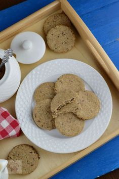 Biscuiti digestivi cu seminte - CAIETUL CU RETETE Healthy Desserts, Biscuit, Snacks, Cookies, Food, Health Desserts, Cookie Favors, Tapas Food, Biscuits