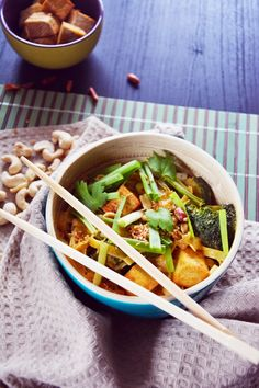 Spicy Thai Style Vegan Noodles in Peanut Sauce with Fried Tofu  #vegan #glutenfree #gf