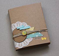 Londres * mini kit agosto * diy gifts скрапбукинг e книги. Mini Albums, Kit, Tapas, Scrapbook Embellishments, Creative Play, Handmade Books, London, Travel Scrapbook, Healthy Snacks For Kids