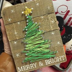 Adorable string art project for Christmas! This would be an awesome gift idea too.