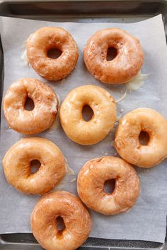 Make the softest glazed donuts and use your sourdough discard with this delicious sourdough discard donuts recipe! Make the same day, or rest the donuts overnight to prepare in the morning. Either way, you'll love the results! #sourdoughdiscard #donuts #glazeddonut #doughnutrecipe #brunchideas #breakfastideas Sourdough Doughnut Recipe, Sourdough Starter Discard Recipe, Sourdough Rolls, Sourdough Recipes, Recipes With Yeast, Baked Donut Recipes, Baked Donuts, Sour Cream Donut