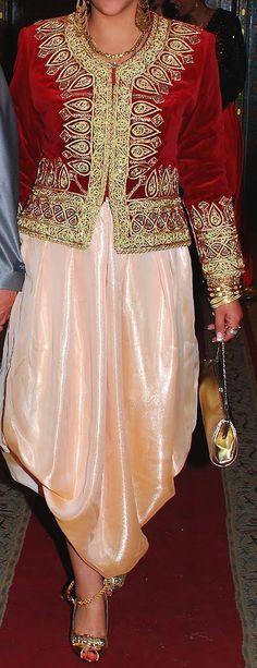 Algiers wedding dress - Algeria Lace Skirt, Sequin Skirt, Oriental Wedding, Traditional Dresses, Kaftan, Culture, Algerian Recipes, Wedding Dresses, Skirts