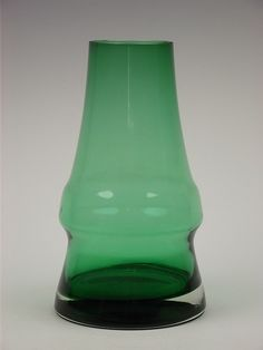Riihimaki 'Piippu' green cased glass vase designed Aimo Okkolin Finland