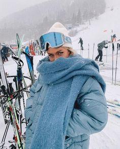 Ski Fashion, Winter Fashion, Fashion Outfits, Mode Au Ski, Chalet Girl, Snow Outfit, Ski Season, Ski And Snowboard, Ski Ski