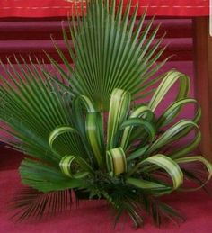 ~ Pin by So Much To Look At on Floral Arrangements-Inspiration Tropical Flower Arrangements, Ikebana Flower Arrangement, Church Flower Arrangements, Beautiful Flower Arrangements, Beautiful Flowers, Fresh Flower Arrangement, Altar Flowers, Church Flowers, Funeral Flowers