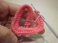 Anzouya: Tutorial - For A Special Valentine Crochet Bowl, Cute Crochet, Crochet Yarn, Crochet Stitches, Crochet Patterns, Crochet Bookmarks, Crochet Buttons, Crochet Bracelet, Crochet Earrings