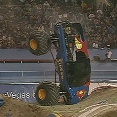 Flashback to @chad_fortune in Super Man showing the fans a back in the day stoppie and also parking it! Can anyone guess what year this was? #monsterjam #nascar #f1 #drifting #racing #mechanic #art #legend #wraps #paint #schemes #Indianapolis #gravedigger #cars #trucks #mechanic #indi #wheelie #stunts #backflip #avengence #yeahhhhhhh