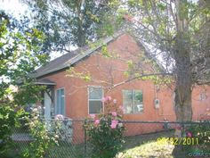 1368 MAIN Street, RIVERSIDE $169,900   GREAT 4 BEDROOMS WITH 1 BATHROOM. KITCHEN WITH EATING AREA. LIVING ROOM AND DINING ROOM. LOCATED IN DOWN TOWN RIVERSIDE. CLOSE TO FREEWAYS.