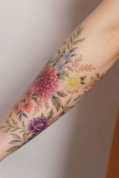Bild Tattoos, Body Art Tattoos, Sleeve Tattoos, Tatoos, Colorful Flower Tattoo, Small Flower Tattoos, Beautiful Flower Tattoos, Tattoo Flowers, Lotus Flower