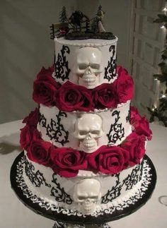Skull Wedding Cake posted by We Love Skulls and Skeletons Bolo Halloween, Halloween Torte, Halloween Wedding Cakes, Theme Halloween, Skull Wedding Cakes, Gothic Wedding Cake, Gothic Cake, Skull Cakes, Pretty Cakes