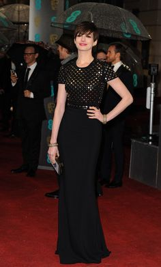 Anne Hathaway in Burberry #BAFTAs looks a bit like an armour on the top!