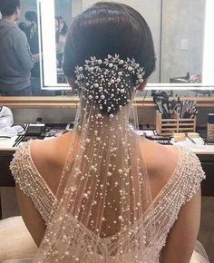 All you need to know about choosing your bridal veil Sailing . - - All You Need to Know About Choosing Your Bridal Veil Wedding veils are iconic wedding accessory, but wit. Perfect Wedding, Dream Wedding, Wedding Day, Wedding Simple, Timeless Wedding, Wedding Advice, Post Wedding, Budget Wedding, Wedding Table