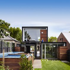 """With the aim to give """"just the right amount of space"""" to its inhabitants, Australian studio Austin Maynard Architects has conceived this compact house in Melbourne."""