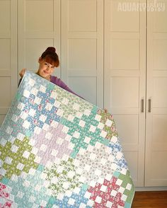 """776 Likes, 58 Comments - Samantha Dorn (@aqua_paisley) on Instagram: """"Still no luck on the photo front with this quilt, even though I have tried morning and afternoon…"""""""