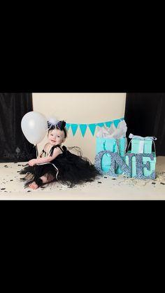 Trendy breakfast at tiffanys party ideas cake birthdays Ideas Tiffany Birthday Party, Tiffany Party, Baby Birthday, First Birthday Parties, Birthday Ideas, Tiffany Theme, Tiffany And Co, Breakfast At Tiffanys Party Ideas, Birthday Pictures