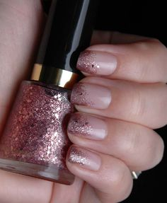 love this more subtle glitter polish look!