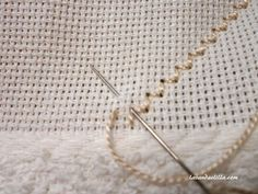 Today I give you a tutorial to make a towel with … – Embroidery Desing Ideas Types Of Embroidery, Learn Embroidery, Embroidery Patterns, Hardanger Embroidery, Cross Stitch Embroidery, Embroidered Towels, Drawn Thread, Embroidery Monogram, Satin Stitch