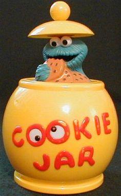 Cookie Monster eating a cookie inside a cookie jar. Teapot Cookies, Biscuit Cookies, Kinds Of Cookies, Cute Cookies, Jar Cookie, Antique Cookie Jars, Sesame Street Cookies, Disney Cookies, Vintage Cookies