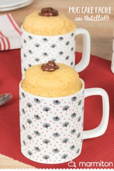 An ultra-fast Nutella microwave cake recipe: the mug cake! Cake Au Nutella, Chocolate Chip Mug Cake, Microwave Chocolate Mug Cake, Mug Cake Microwave, Chocolate Mug Cakes, Chocolate Recipes, Microwave Recipes, Chocolate Frosting, Protein Mug Cakes