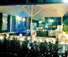 Restaurant Livingroom Karlsruhe - ein authentischer Ort. Hotels, Christmas Tree, Restaurant, Table Decorations, Holiday Decor, Places, Furniture, Home Decor, Karlsruhe