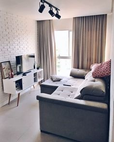 Sala de estar pequena: 80 projetos funcionais, elegantes e criativos Interior Design Living Room, Living Room Designs, Living Room Furniture, Living Room Decor, Apartment Furniture, Small Room Decor, Decoration Inspiration, House Rooms, Apartment Living