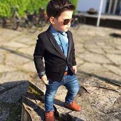 #NiñosFashionistas #Modas #Fashion #Saco #DenimShirt #CamisaJeans #Lentes #Fashionista #Niño #Elegante #Reloj