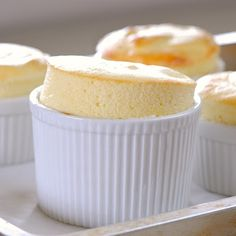 Greek Yogurt Souffle: at only 80 calories and with protein, this delicious dessert is healthy to boot! Healthy Desserts, Delicious Desserts, Yummy Food, Yummy Treats, Sweet Treats, Dessert Crepes, Yogurt Recipes, Köstliche Desserts, Greek Yogurt