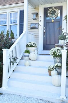 ✓ 75 Farmhouse Fall Porch Decorating Ideas - Page 65 of 75 - Fajrina Decor Porche Frontal, Diy Gardening, Small Front Porches, Small Patio, Porch Steps, Building A Porch, House With Porch, Porch Decorating, Decorating Ideas