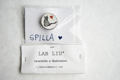 #spilla #gatto Metal brooch with application cat PolyShrink hand drawn di #LabLiu su#Etsy