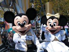 Design Your Perfect Boyfriend And Find Out Where You'll Get Married You got: At Disneyland You're getting married in the happiest place on Earth! How 'bout some Mickey ears instead of a veil? Mascot Costumes, Adult Costumes, Disney Mouse, Minnie Mouse, Got Married, Getting Married, Mickey Costume, Disney Visa, Professional Costumes