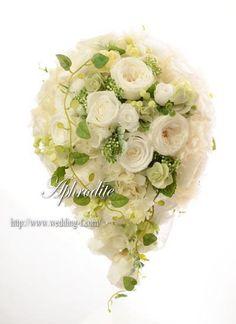 ウエディングブーケ専門ショップ・アフロディーテ(Wedding Bouquet Aphrodite)  ティアドロップブーケ「ナチュラル可愛い系」