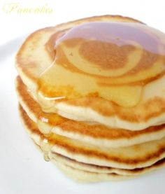 Seriously SO SO easy to make gluten free pancakes. No fancy flour, no special equipment--just pantry staples and a blender! Grab some ripe bananas and be ready to enjoy an easy pancake breakfast with these banana pancakes. Pancakes And Waffles, Fluffy Pancakes, Banana Pancakes, Pancakes Easy, Savoury Cake, Clean Eating Snacks, Crepes, Donuts, Easy Meals