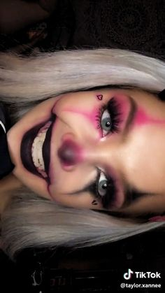 Looking for for ideas for your Halloween make-up? Browse around this site for unique Halloween makeup looks. Cute Clown Makeup, Unique Halloween Makeup, Halloween Makeup Clown, Creepy Makeup, Edgy Makeup, Halloween Makeup Looks, Pretty Halloween, Diy Halloween, Halloween Nails