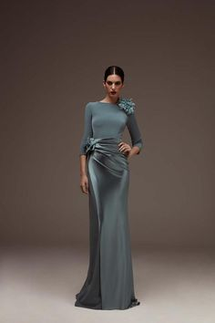 Dress in shiny and matt triacetate with a boat neckline and French sleeves. Evening Dresses, Formal Dresses, Bridesmaid Dresses, Wedding Dresses, Bride Dresses, Bridesmaids, Single Women, Quinceanera Dresses, The Dress