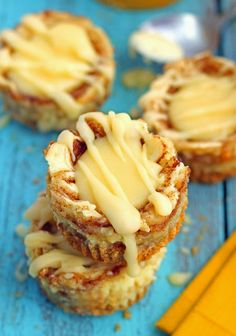 Miniature Cinnamon Roll Cheesecakes Recipe ~ Miniature-sized cheesecakes with a cinnamon-sugar swirl and a cream cheese topping. These mini desserts taste just like a cinnamon roll in a cheesecake form Bite Size Desserts, Mini Desserts, Delicious Desserts, Dessert Recipes, Yummy Food, Fall Desserts, Plated Desserts, Irish Desserts, Impressive Desserts