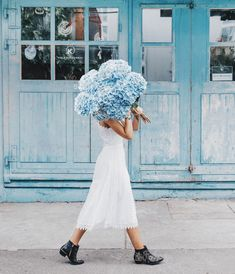 hydrangea garden care By the way, are you familiar with our magazine Take a look at hellozurich. My Flower, Beautiful Flowers, Elegant Flowers, Look 80s, Parfum Rose, Style Me Pretty Living, Photographie Portrait Inspiration, Chica Cool, Bloom