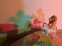 ¿POR QUÉ LAS SOMBRAS SON NEGRAS?   Inspirados en Reggio Emilia Reggio Emilia, Tinkerbell, Disney Characters, Fictional Characters, Disney Princess, Mesas De Luz, Shades, Black, Art