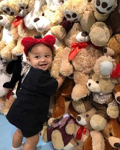 Kylie Jenner's daughter Stormi turns one! Kim Kardashian shares new photo of the child Photos Kylie Jenner, Moda Kylie Jenner, Looks Kylie Jenner, Estilo Kylie Jenner, Kylie Jenner Style, Jenner Kids, Jenner Family, Kourtney Kardashian, Kardashian Jenner