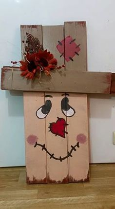 You get two uses for the price of one! One side is a cute scarecrow then flip i Wood Crafts Cute Flip price Scarecrow side Fall Wood Crafts, Halloween Wood Crafts, Scarecrow Crafts, Pallet Crafts, Pallet Art, Wooden Crafts, Thanksgiving Crafts, Fall Halloween, Holiday Crafts
