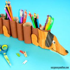Dog Paper Roll Pencil Holder - Easy Peasy and Fun Back To School Crafts, Crafts For Kids To Make, Art For Kids, Toilet Roll Craft, Toilet Paper Roll Crafts, Diy Kids Kitchen, Paper Towel Crafts, Pencil Crafts, Tube Carton